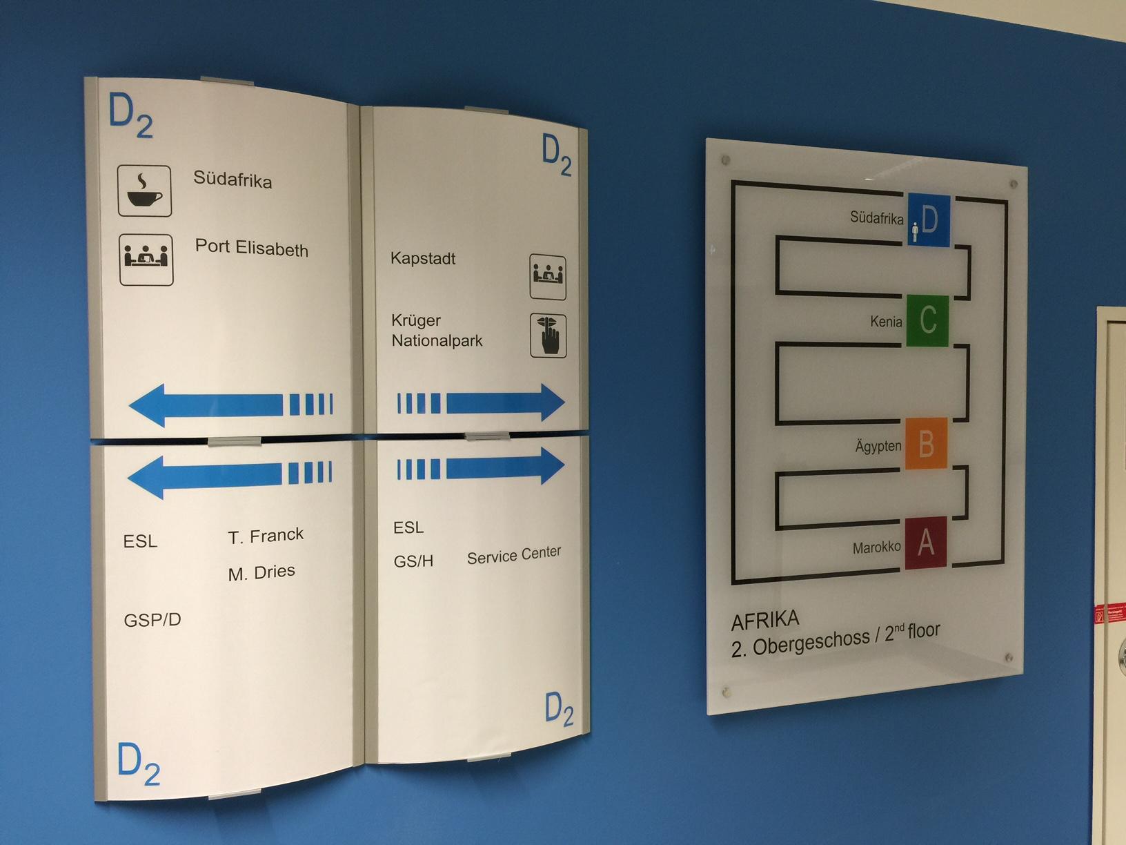 Orientierungssysteme links DIN A3 austauschbar / rechts Plexiglas DIN A1