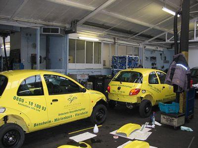 Montage mehrerer PKWs in unserer Montagehalle