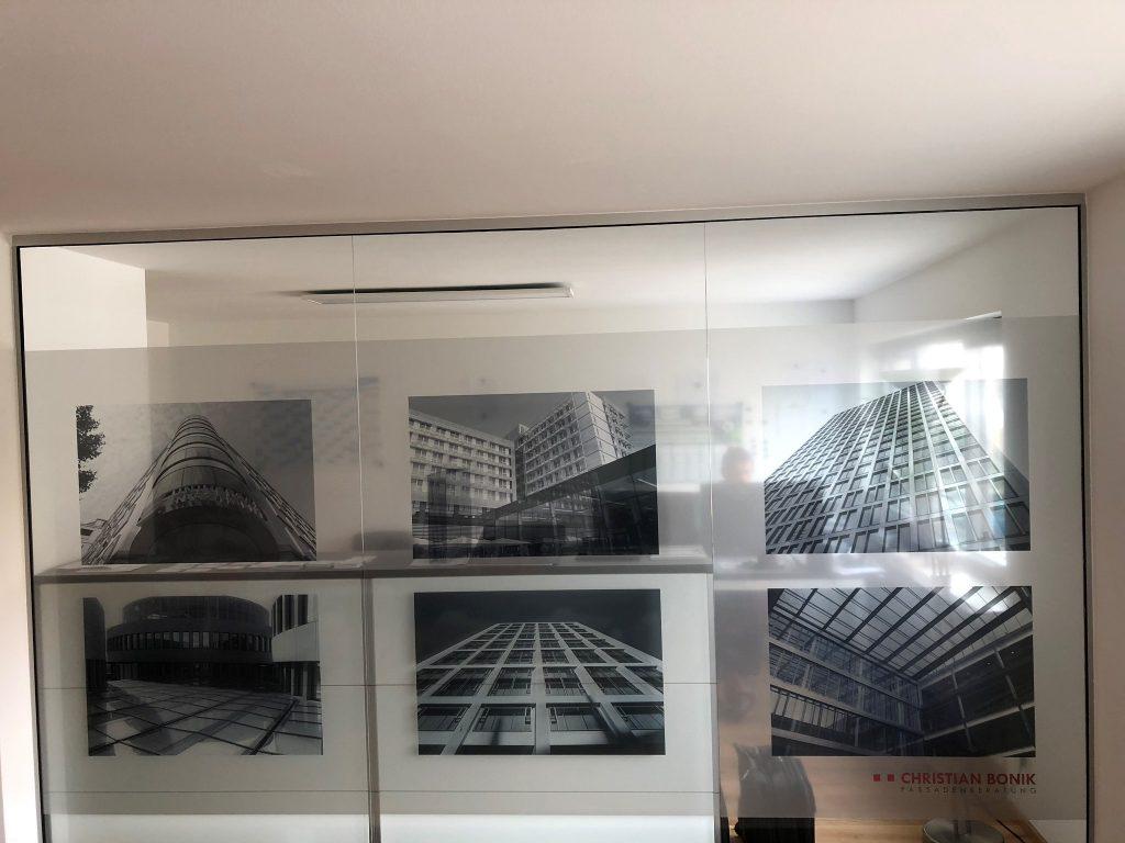 Glaswand im Büro mit bedruckter Milchglasfolie